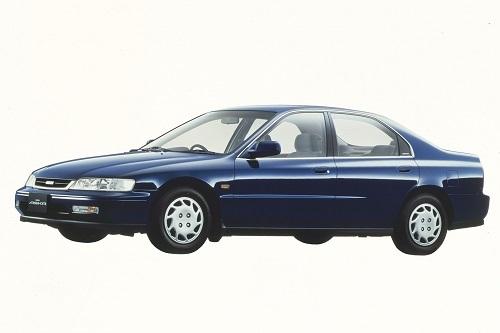 3代目いすゞ アスカ。初代は自社開発、2代目はスバル レガシィのOEM車、3代目はホンダ アコードのOEM車と彷徨った流浪の車
