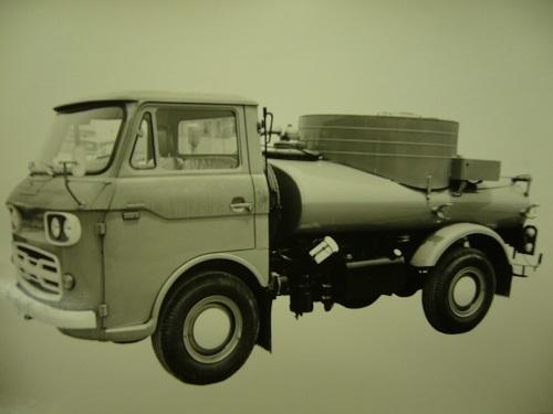 1960年代のマツダE2000ベースの1台。リアにタンクを積むという基本的な構造はいまも同じだ