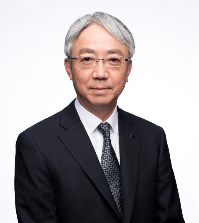 今年6月の取締役会でスバルの新社長となる中村知美氏。犬好きだそうです(好感度アップ)