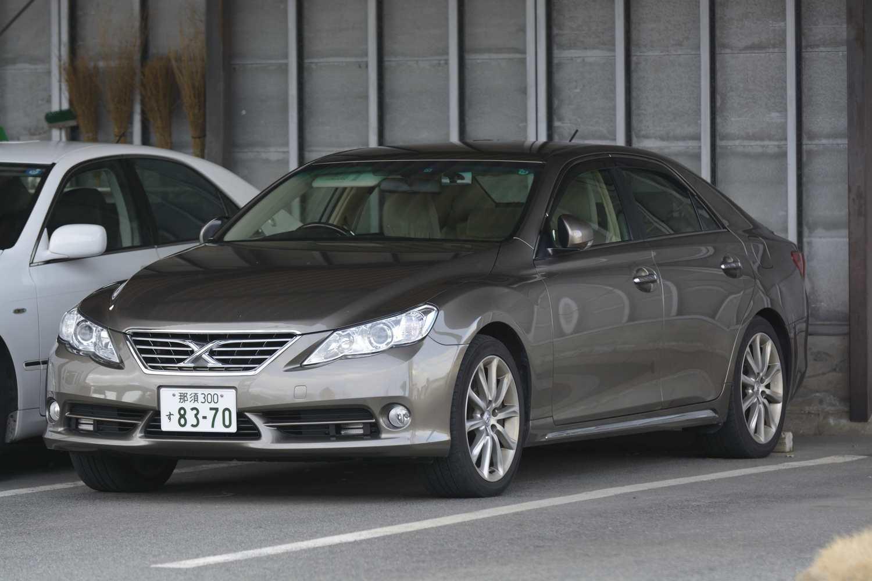なんとも微妙な色で判別しづらい覆面パトカーも存在する。写真は東北道、栃木県警