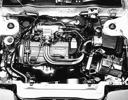エンジンは当時まだ珍しかったツインカム4バルブのCA16DEのみで、最高出力は120psでオープンカーがツインカムを採用するのは初めてだった