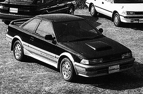 トレノがリトラクタブルになるのに対し、レビンは通常のコンビネーションライト。両車ともGT-Zは大型エアインテークを装着 トレノがリトラクタブルになるのに対し、レビンは通常のコンビネーションライト。両車ともGT-Zは大型エアインテークを装着