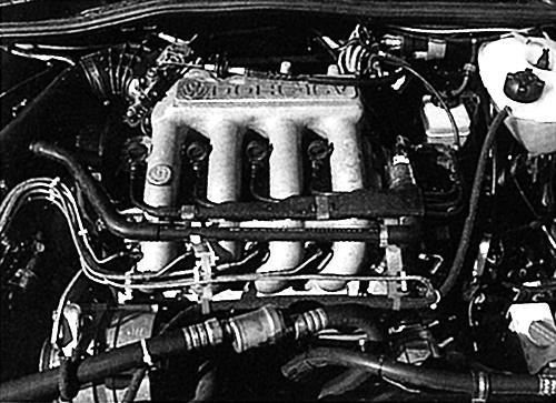 オールアルミの1.8L DOHC16バルブエンジンは本国仕様の139ps仕様ではなく触媒の付いた125ps(8バルブモデルは105ps)仕様だった。ただし、DIN表記で実質129psというハイパワーだった
