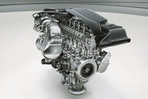 ベンツS450に搭載される直列6気筒エンジン。長さはV6と同等に収められている