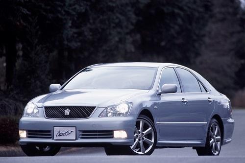 """2003年に発売された""""ゼロクラウン""""。当代よりクラウンは直6からV6エンジンへ移行した"""