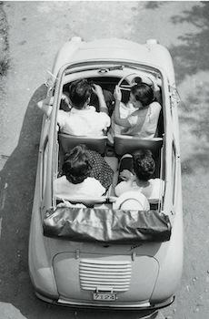 現代の軽自動車からするとかなりコンパクトなスバル360。それでも実用性は充分だった