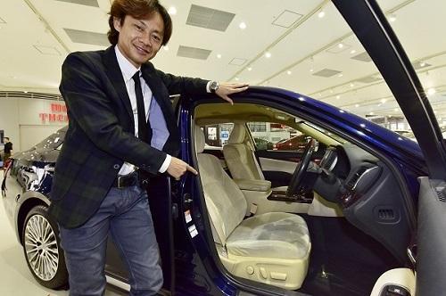 レーシングドライバーである脇阪寿一にとって、車のシートは仕事場。自身もかつて腰痛に悩まされたことがあるという