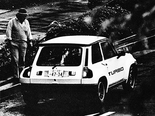 5ターボは'80年から'83年までに約1300台生産され、'83年から'85年までは外板パネルやインテリアの変更により、生産性を向上させた5ターボ2が約3000台生産された