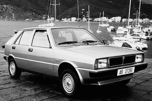 元々はランチア・デルタ1500というファミリーカーがベースで、デザインはジウジアーロ率いるイタルデザイン。1980年の欧州カーオブザイヤーに輝いている