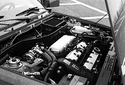エンジンは2ℓDOHCターボで最高出力は185psだが、エボルツィオーネⅡあでは215psまでパワーアップ。ちなみにHFはHi-Fiの略で高性能版の意味