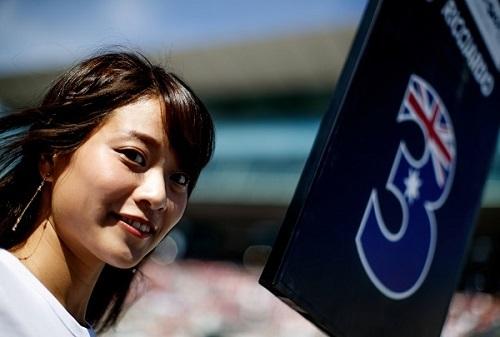 日本グランプリのグリッドガール。今年は彼女たちの姿が見られなくなるが、国内レースでは引き続きレースクイーンが活躍する
