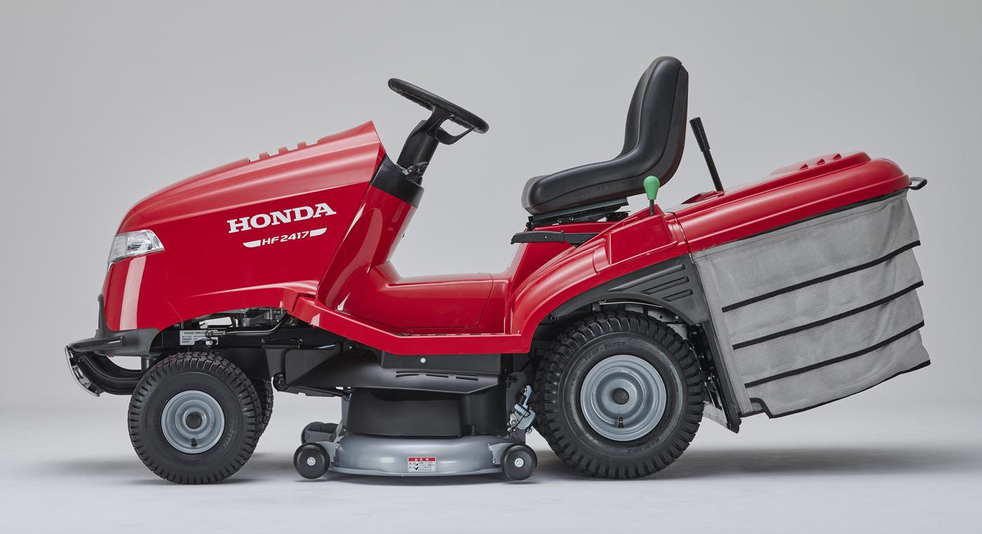 乗車したまま片手操作で刈刃の高さを約29mmから90mmまでの7段階に調節でき、目的に適した刈り高さで作業を行える