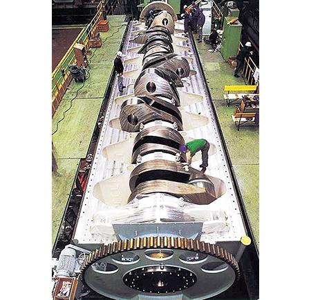 エンジン自体の重量は2300トンとのこと