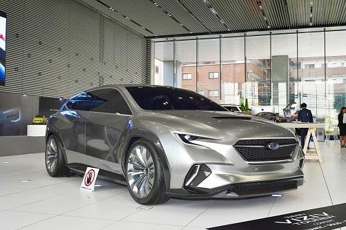 ヴィジブツアラーコンセプト。「ワゴンではなくツアラー」と表現するのは、GTツアラーを名乗る現行型レヴォーグと同じだ