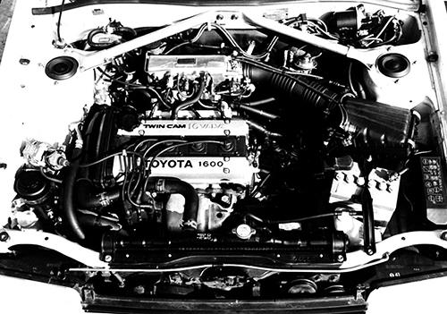 AE86レビン/トレノに搭載される4A-GEU、1.6ℓDOHCエンジンを横置きにしたのが4A-GELUで、レビン/トレノもFFになって以降は4A-GELUの型式になった