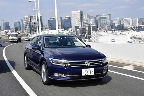 VW パサートTDIハイライン(489万9000円)/2Lディーゼルターボ、最高出力:190ps/3500-4000rpm、最大トルク:40.8kgm/1900-3300rpm、JC08モード燃費:20.6km/L