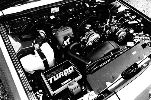 '82年当時直6、2.8Lのソアラ(170ps)に次ぐ160psを発生した12Aロータリーターボエンジン