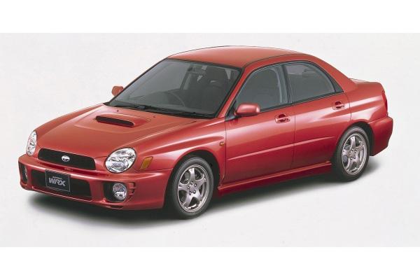 2代目インプレッサは2000年に発売。セダンとスポーツワゴンの2本立てで、ともに頂点には2L水平対向4気筒ターボを搭載した「STI」も設定。この後、改良で2度大がかりなフロントマスクの変更を行い、2007年まで販売された