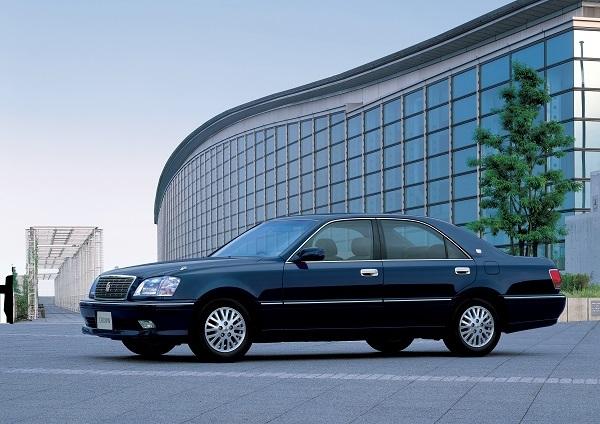 クラウン マイルドハイブリッド(2001年発売)。直6、3Lエンジンに36Vで駆動される3kWのモーター/ジェネレーターを組み合わせたシステムだった