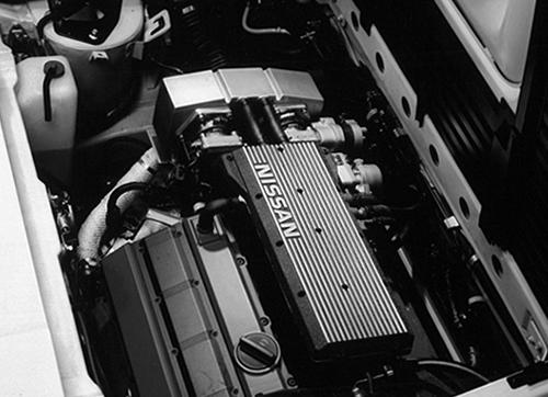 エンジンはVG30EをDOHC化したVG30DEを横置きで搭載していた。最高出力230ps、最大トルクは28.5kgmとNAとしてはかなりのハイスペックだった