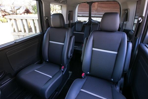 ステップワゴンの2列目は写真のモデューロXを含め、全車キャプテンシートが標準