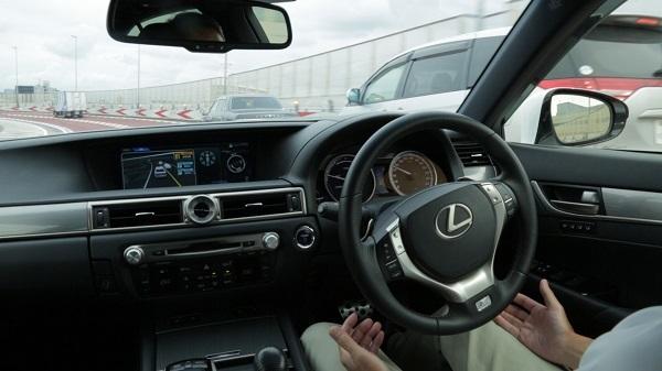 こちらは2015年にレクサスが行った公道での自動運転