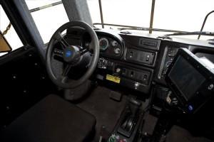 運転席はこんな感じ。一度運転してみたいものだ。