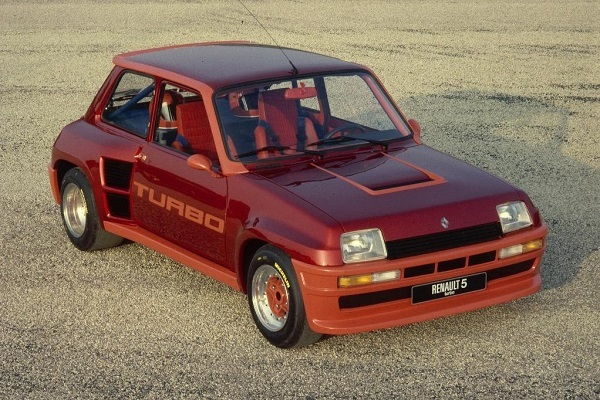 1972年に発売され、ベストセラーになったルノー 5(サンク)。日本では1976年から販売された。現在のクリオ(日本名:ルーテシア)が後継モデルにあたる