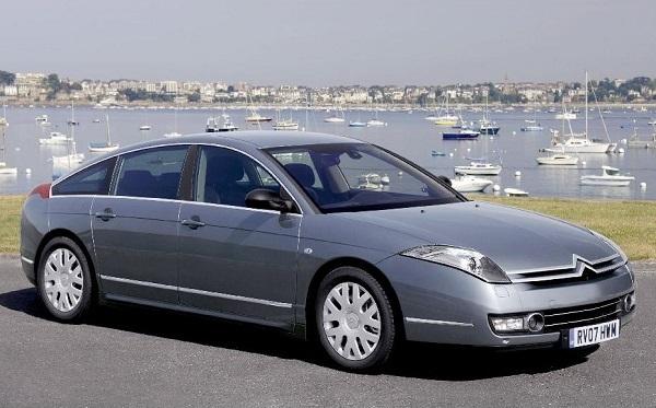 2005年に登場したシトロエンC6。独自のハイドロサスペンション採用をはじめ、フランス車らしさを色濃く残した車の象徴だった