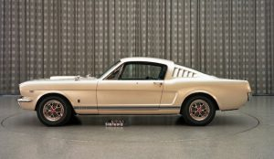 ford_mustang_for_christmas1