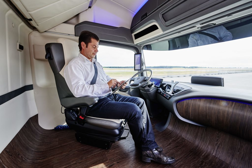 Shaping Future Transportation 2015– Campus Safety – Mercedes-Benz Future Truck 2025 ; Shaping Future Transportation 2015– Campus Safety – Mercedes-Benz Future Truck 2025;