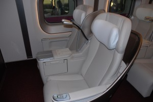 E5系グランクラス用シート。マイバッハの後部席のリクライニングの動きを再現!