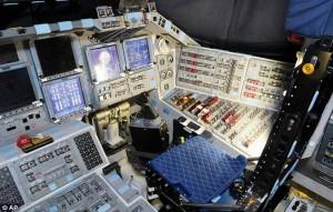 スペースシャトルのコックピット内の様子。このシートにも実はレカロが採用されていたとは!