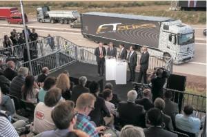 ドイツ国内から250人以上、世界各国から50人規模の報道陣が集まり、大々的に自動運転の「フューチャートラック2025」のデモンストレーションと記者会見が行われた