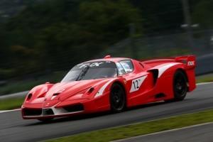 エンツォ・フェラーリをベースにフェラーリが独自チューンを施したFXXは公道走行不可