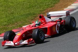 15勝をマークしたF2002。 シューマッハがドライブした4台4台のF1マシンがデモラン。