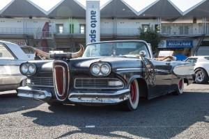 ゴージャスで流麗なオープンカーは'58年式エドセル。アメ車ならではの個性だ!