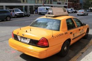 トランク部分に配された警察無線アンテナ。