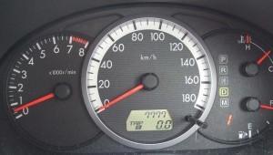 国産車のスピードメーター