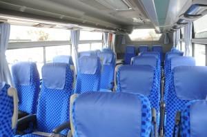 MMの試乗車は7列シートで後方から2,3列目を回転させるサロン仕様。一般仕様は8列42人乗り。