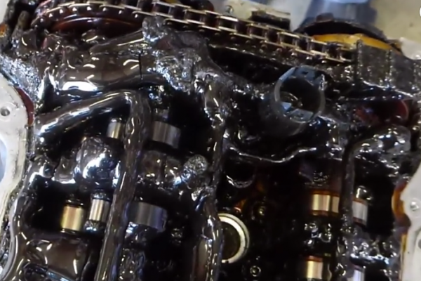 エンジン オイル 交換 時期 エンジンオイル交換の目安は?時期やタイミングを徹底解説!