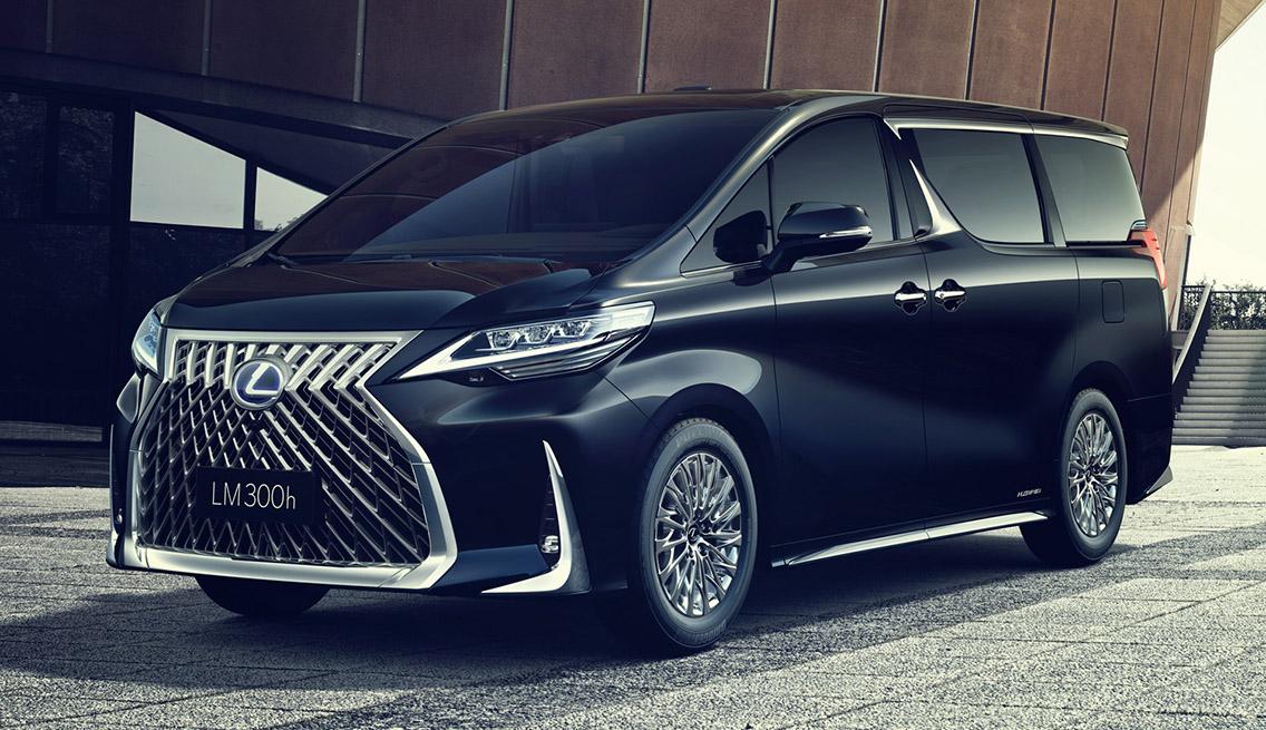 レクサス初の超豪華ミニバン「LM300h」日本発売の行方と期待