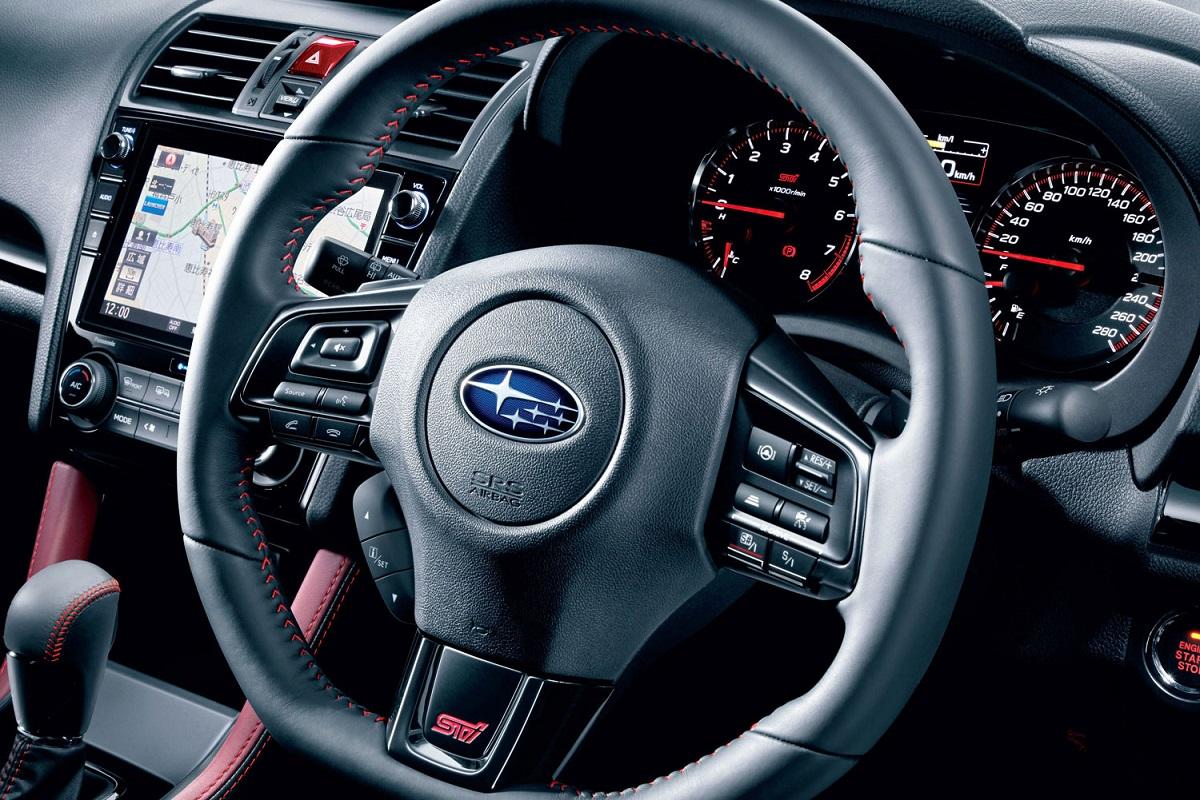 【国産車では異色!?】スバル車のハンドル なぜ重い?? 「重さ」で変わる長所と短所