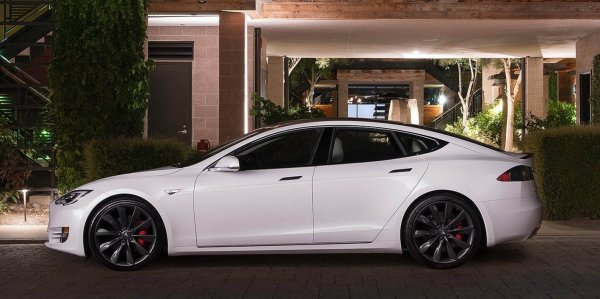 画像に alt 属性が指定されていません。ファイル名: Tesla-Model_S-2017-1600-0f-600x299.jpg