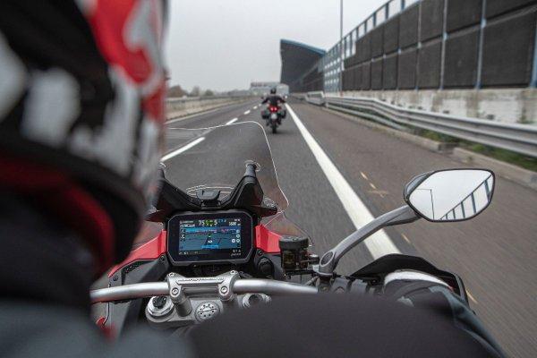 バイクでレベル1の自動運転技術が実用化! 本気で頼れる機械の目や手足がライダーをスーパーアシスト