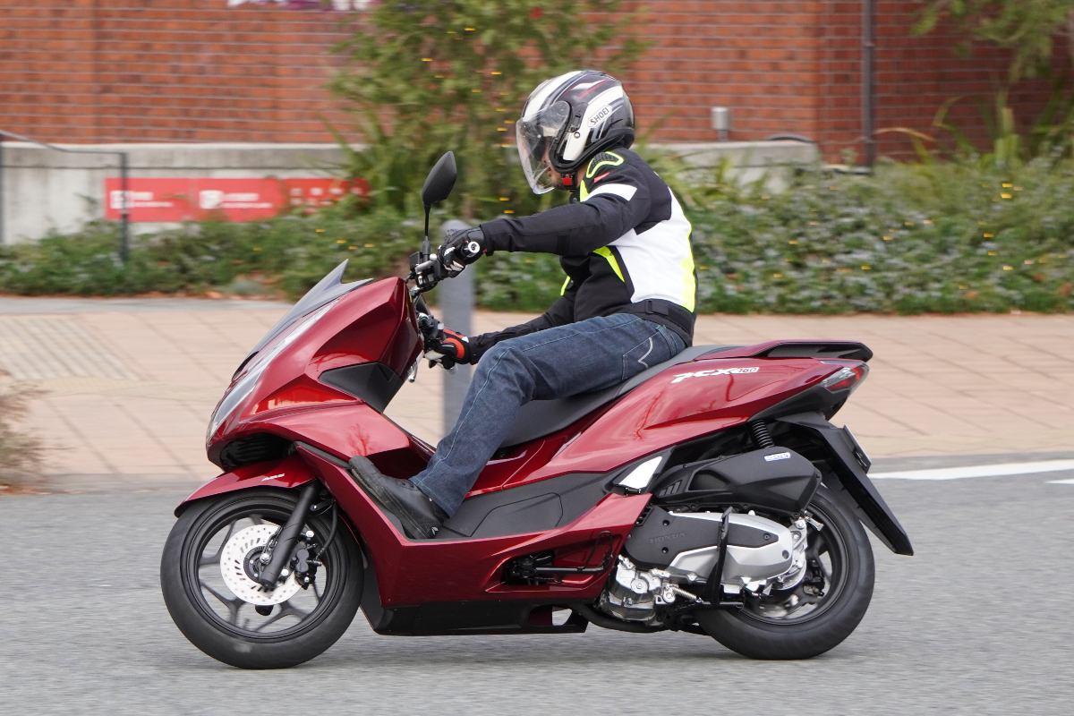 日本で一番売れている二輪車・PCXがアップグレード! 「高級車みたいに上質なスクーター」ってホント!?