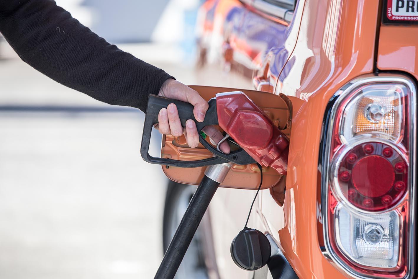【画像ギャラリー】セルフスタンドは特に注意 間違えると危険!! 給油する時に注意すべきこと、タブーを画像で見る