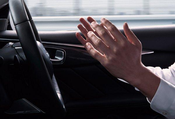 ハンズオフは高級車ばかり! 200万円台で渋滞がラクチンになるクルマが登場するのはいつ?