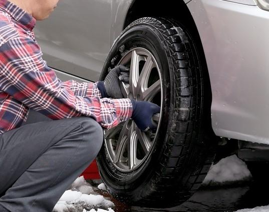 ノーマルタイヤと入れ替えの春到来 スタッドレスタイヤの限界はどこで見極める?