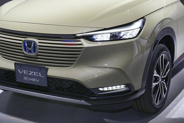 チラ見せ! モロ出しもあり!! 最近は発表する前からティザーなどで新型車を公開するのはナゼ?
